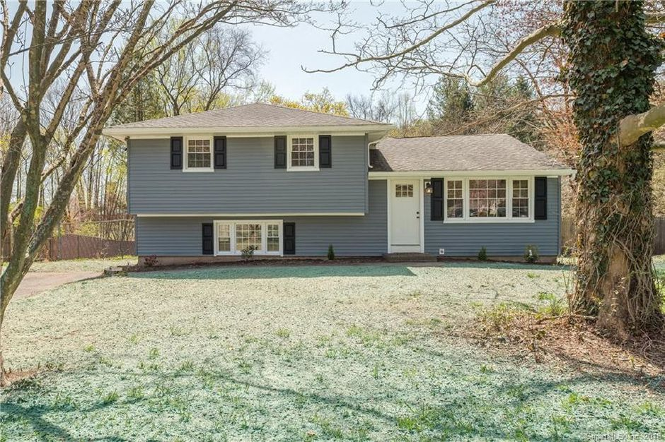 Propterty Ledge LLC to Christopher Tokarz and Megan Keenan, 50 Parker Farms Road, $275,400.
