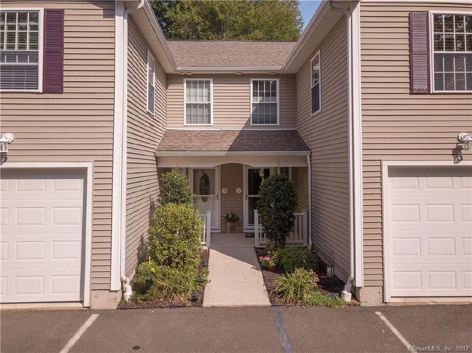 Susan Arisco to Michael Twerago, 2118 Meriden Waterbury Tpke. Unit 2, $218,000.