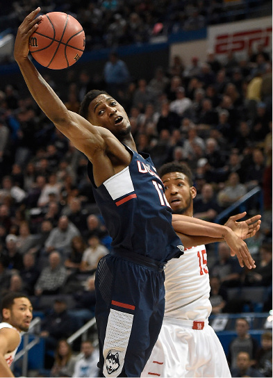 Connecticuts Kentan Facey reaches for a pass as Houstons Devin Davis, right, defends during the first half of an NCAA college basketball game in the American Athletic Conference tournament quarterfinals, Friday, March 10, 2017, in Hartford, Conn. (AP Photo/Jessica Hill)