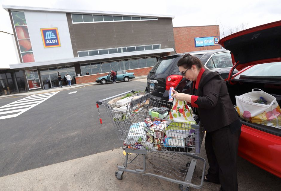 Aniela Kudewicz, of Meriden, packs groceries into her car after shopping at the newly expanded Aldi in Wallingford, Fri., Apr. 19, 2019. Dave Zajac, Record-Journal