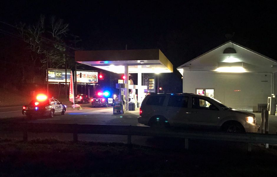 Police presence at Shell, 640 Old Colony Rd. on Nov. 10. | Bryan Lipiner, Record-Journal