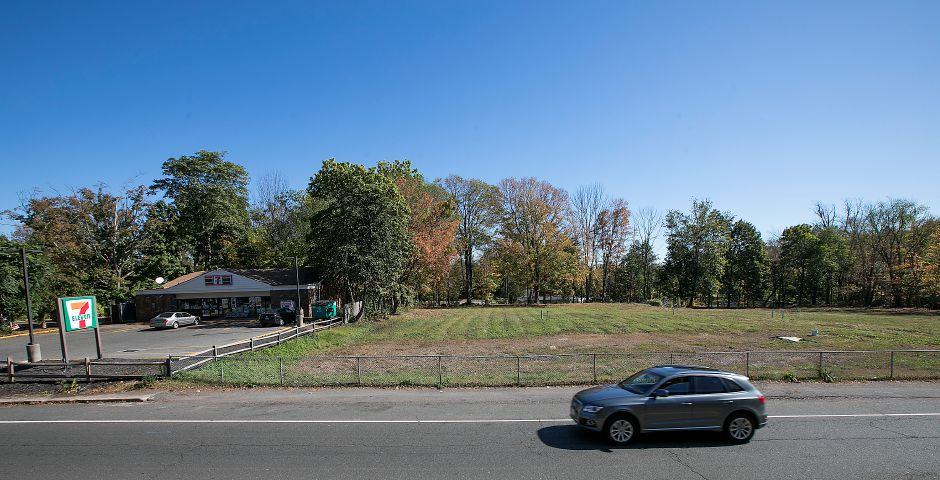 Future site of a medical office building next to 7-Eleven on South Main Street in Cheshire, Tuesday, October 17, 2017.    | Dave Zajac, Record-Journal