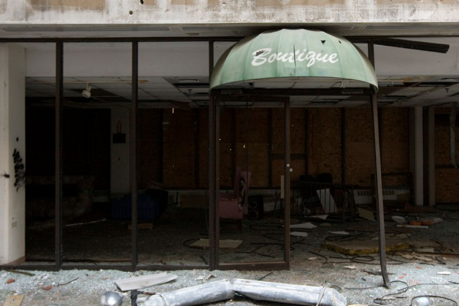 The former boutique in the main entrance of the dilapidated Meriden-Wallingford Hospital building in Meriden, Thursday, October 6, 2016. | Dave Zajac, Record-Journal