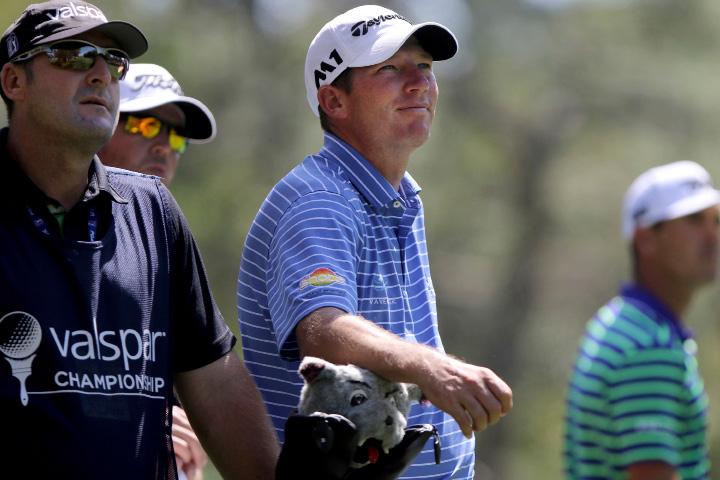 Jim Herman, center, watches Billy Horschel