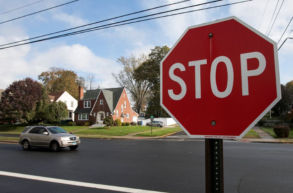 A motorist proceeds south on Bradley Avenue at the intersection of Harvard Avenue in Meriden, Thursday, Nov. 16, 2017. | Dave Zajac, Record-Journal