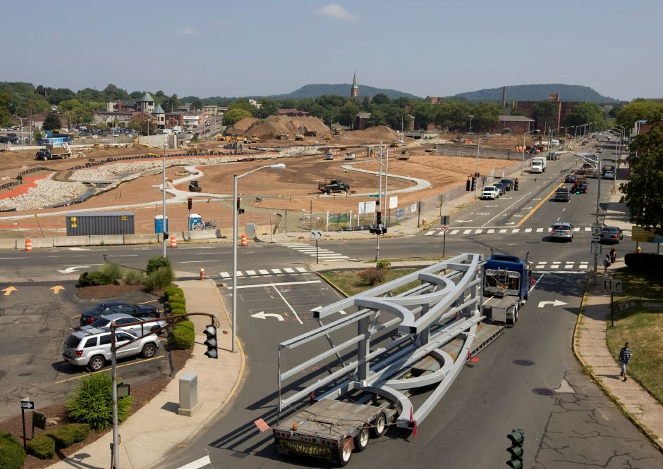 A section of a 300-foot pedestrian bridge for the Hub park arrives in downtown Meriden, Tuesday, September 1, 2015. | Dave Zajac / Record-Journal