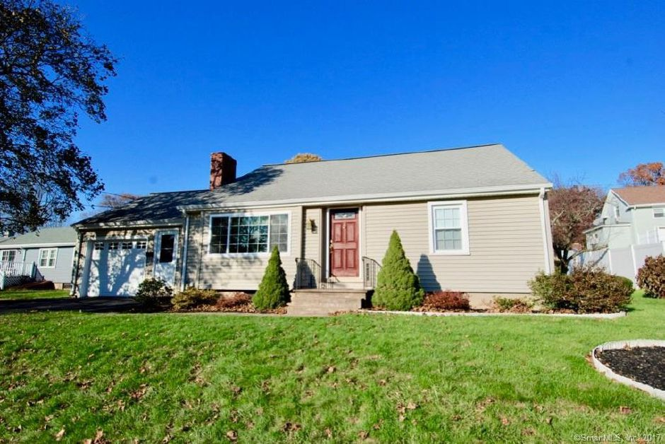 Claude Pare and Marcia Pare to Melissa Jones, 24 Cherry Hill Lane, $186,000.