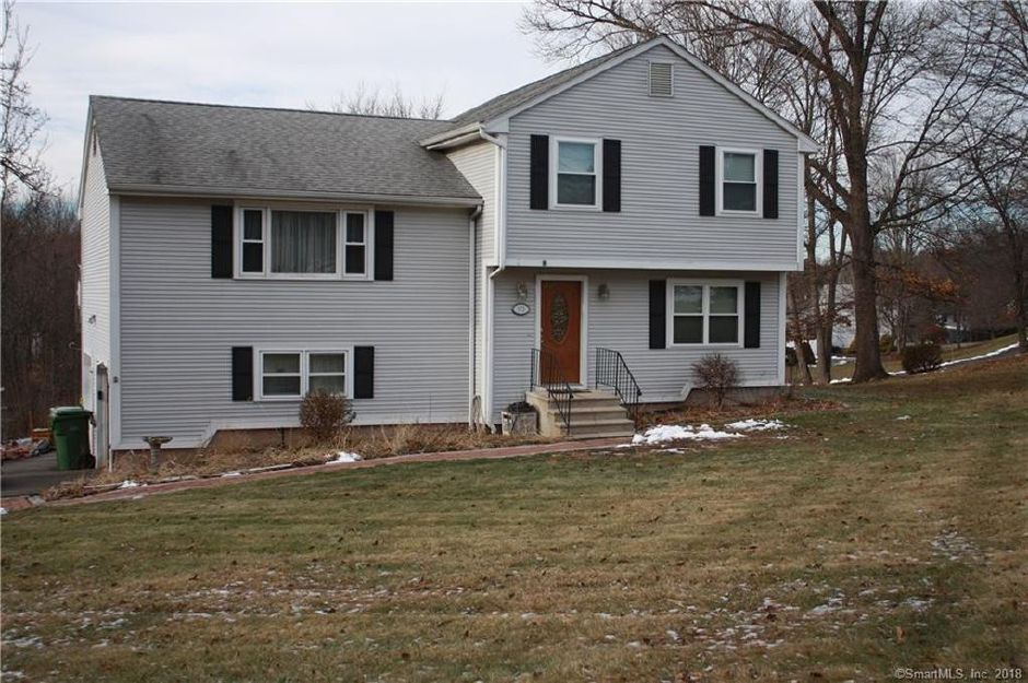 Paul Michlin and Donna Michlin to David Terricciano and Rebecca Terricciano, 172 Old Farms Road, $236,250.