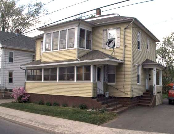 Southington 2 LLC to Brian Peterson and Anne M. Peterson, 11 W. Center St., $208,900.