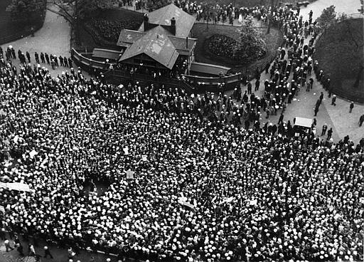 This crowd gathered in Union Square in New York CIty a few hours before Nicola Sacco and Bartolomeo Vanzetti were put to death in Charlestown State Prison, Massachusetts, August 23, 1927.  Many remained silent until after the execution of the death sentences was announced. (AP Photo)