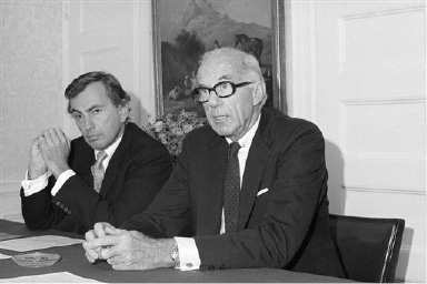 Author Gore Vidal and Dr. Benjamin Spock, co-chairman of the New York Party, at their press conference in the Hotel Algonquin in New York City, Sept. 21, 1970. (AP Photo/Harry Harris)