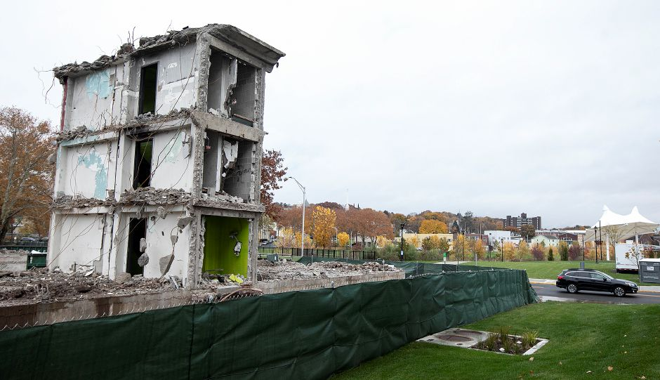 A section of the former Mills Memorial apartments on Mill Street next to the Meriden Green, Mon., Nov. 5, 2018. Dave Zajac, Record-Journal