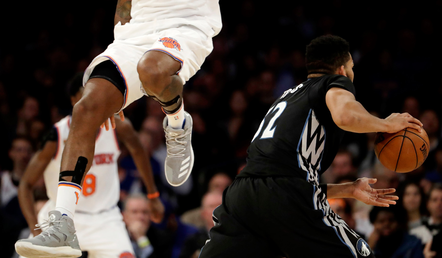 Minnesota Timberwolves center Karl-Anthony Towns, right, dodges New York Knicks center Kyle O