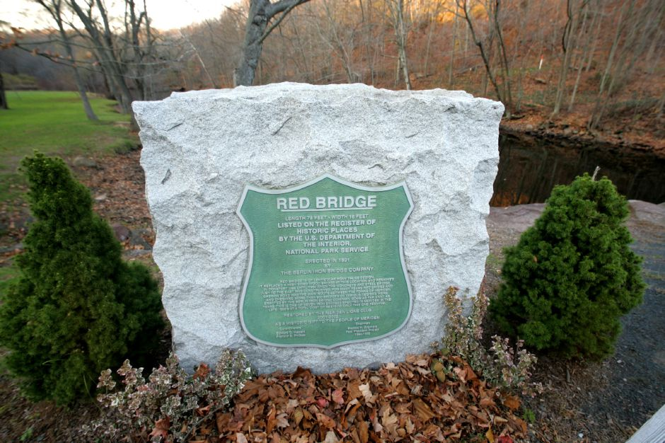 This is a monument for Red Bridge in Meriden listing it on the U.S. historic places list...
