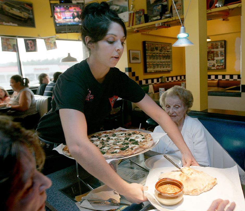Record Journal Photo/ Johnathon Henninger 5.22.08 - Elaina DiVenere, a recent High School graduate and resident of Wethersfield serves pizza to a family at Randy