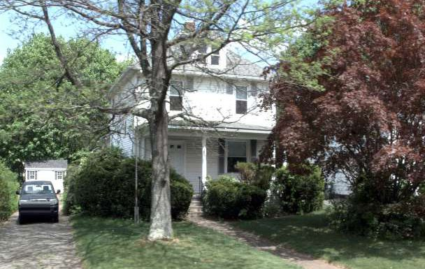 Valley Residential Group to Sabreena M. Guertin and Dylan M. Danko, 285 Meriden Ave., $224,000.