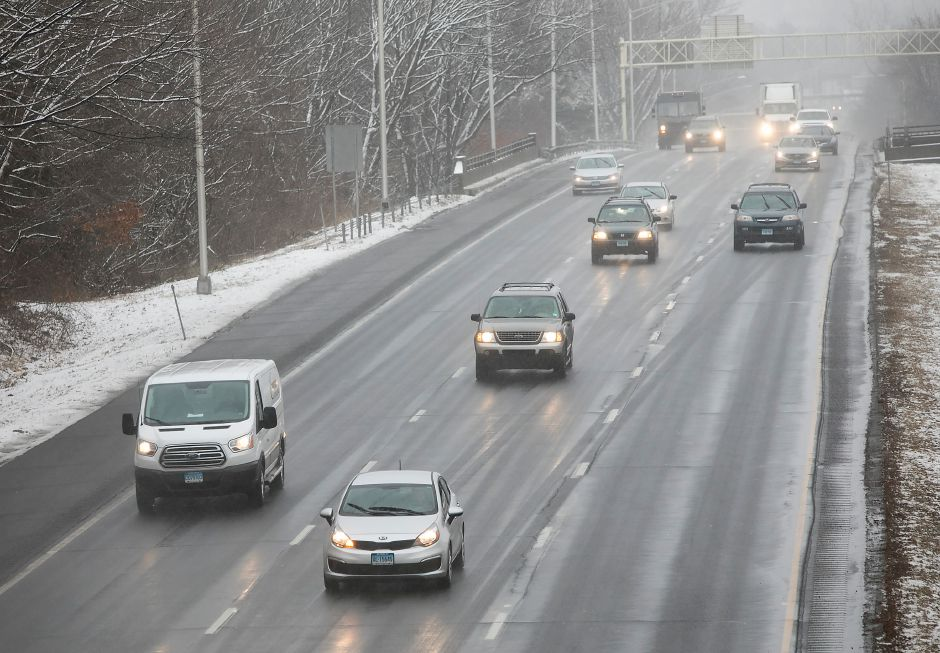 Light snow falls as motorists travel on I-691 west in Meriden, Wednesday afternoon, Jan. 17, 2018. About two inches of snow accumulated in the area. Dave Zajac, Record-Journal