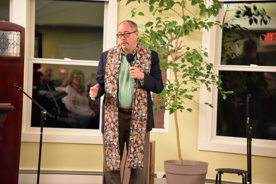 Rev. Paul Fleck of the Hamden Plains United Methodist Church addresses those gathered at the Unitarian Universalist Church to support Indonesian immigrant Sujitno Sajuti, who is facing deportation, on Friday, Feb. 2, 2018. | Bailey Wright, Record-Journal