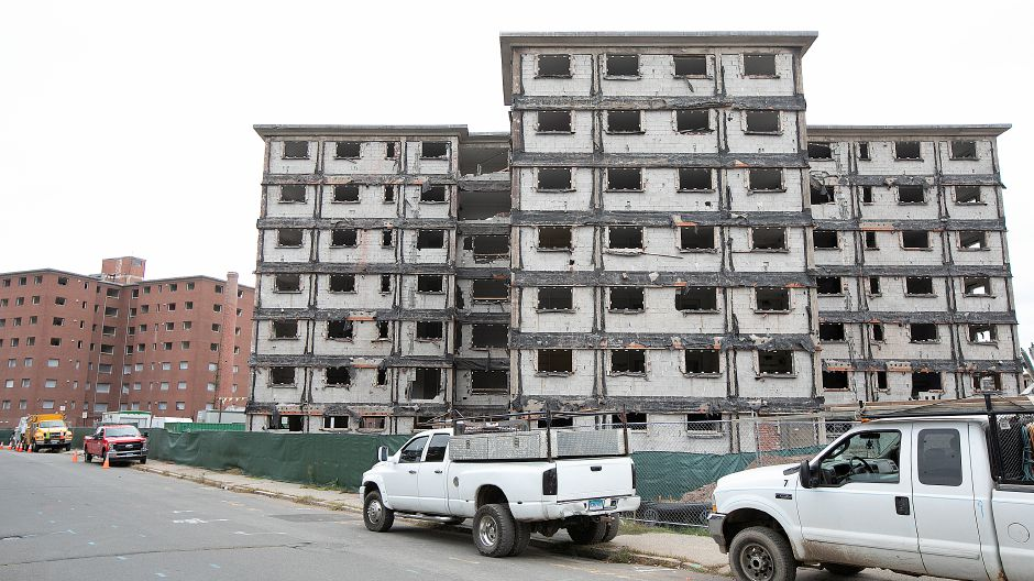 Demolition continues on the former Mills Memorial Apartments on Cedar Street in Meriden, Monday, Sept. 24, 2018. Dave Zajac, Record-Journal