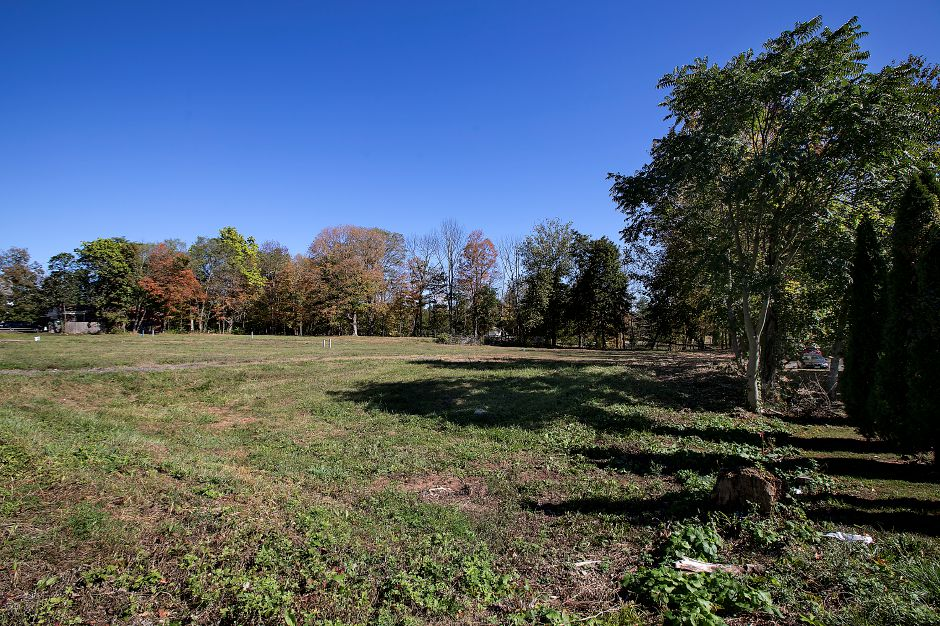 Future site of a medical office building between 7-Eleven and Dunkin Donuts on South Main Street in Cheshire, Tuesday, October 17, 2017.    | Dave Zajac, Record-Journal
