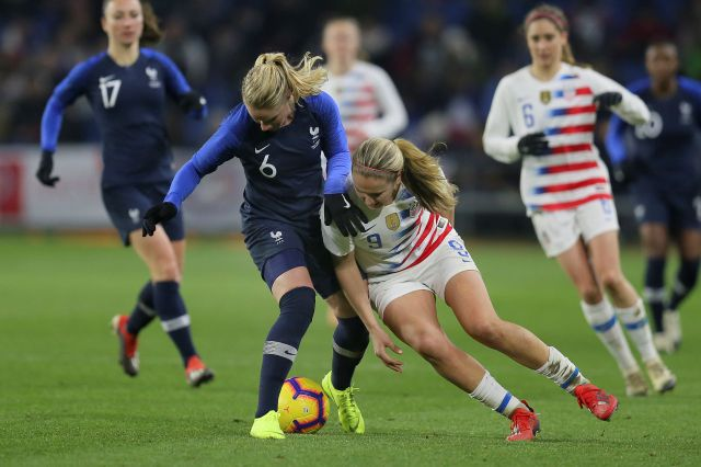 US midfielder Lindsey Horan, right, battles for the ball with France midfielder Amandine Henry during a women