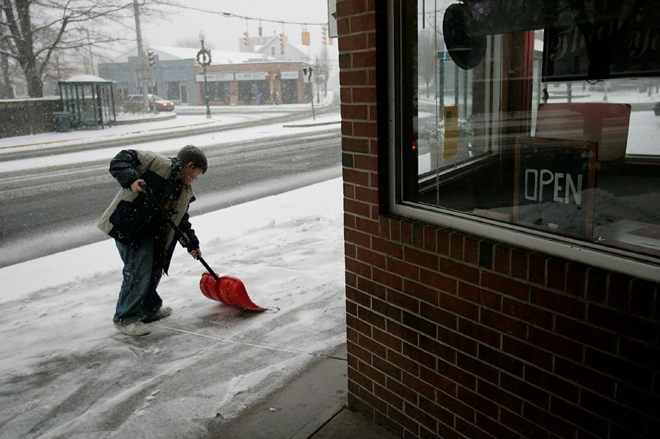 Record Journal Photo/ Johnathon Henninger 12/19/08 - Ryan Lincoln, 8, shovels the sidewalk in front of Ann
