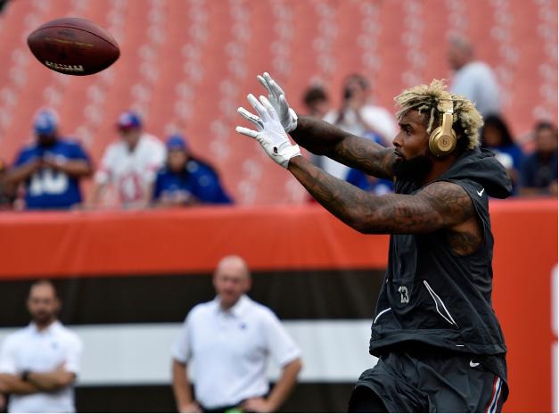 12a2e2681 New York Giants wide receiver Odell Beckham catches a pass before an NFL  football game between