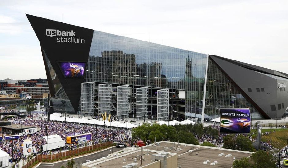 Fans enter U.S. Bank Stadium in Minneapolis, Minnesota, site of Super Bowl LII. | Andy Clayton-King, Associated Press