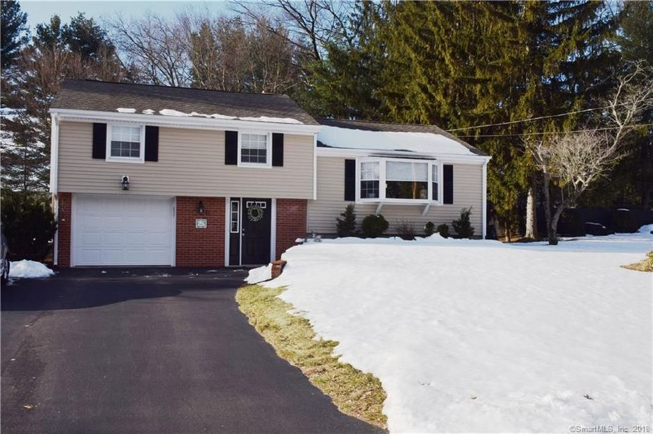 Jason Flood and Leslie Mastrianni to Mark Loomis, 64 Cloverdale Road, $264,900.