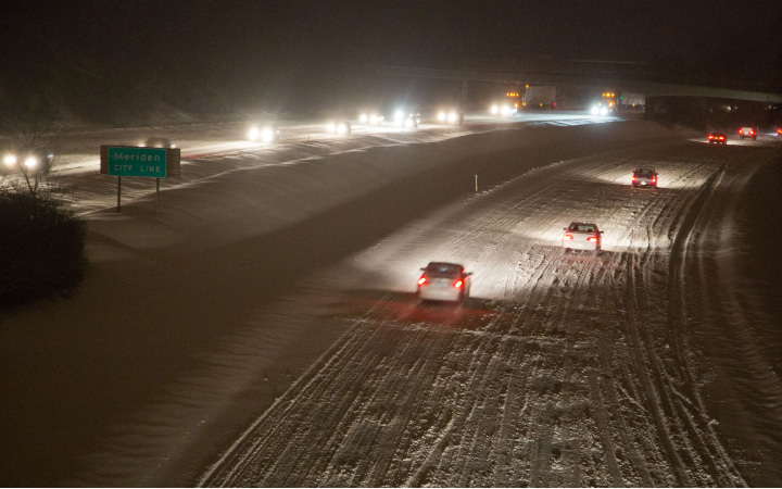 Traffic along I-691 in Southington moves slowly during rush hour due to the snow and ice on the road, Dec. 17, 2013. The snow fall increased in intensity shortly before rush hour making it difficult for plows to keep up with the accumulation. | Christopher Zajac / Record-Journal
