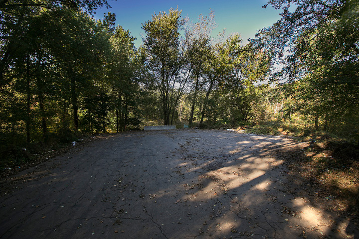 The end of Valley Service Road in North Haven, Thursday, October 12, 2017. The town plans to extend Valley Service Road to the Amazon site.   | Dave Zajac, Record-Journal