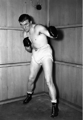 Britain's Tommy Farr calmly winds up his training and awaits his meeting with Joe Louis, heavyweight champion of the world. England has ruled it a non-title bout, but the rest of the world calls it a championship match. Tommy Farr in a gym during his training, on August 22, 1937. (AP Photo)