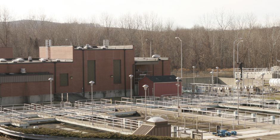 Wallingford sewage treatment plant on John Street January 31, 2008. (dave zajac photo)