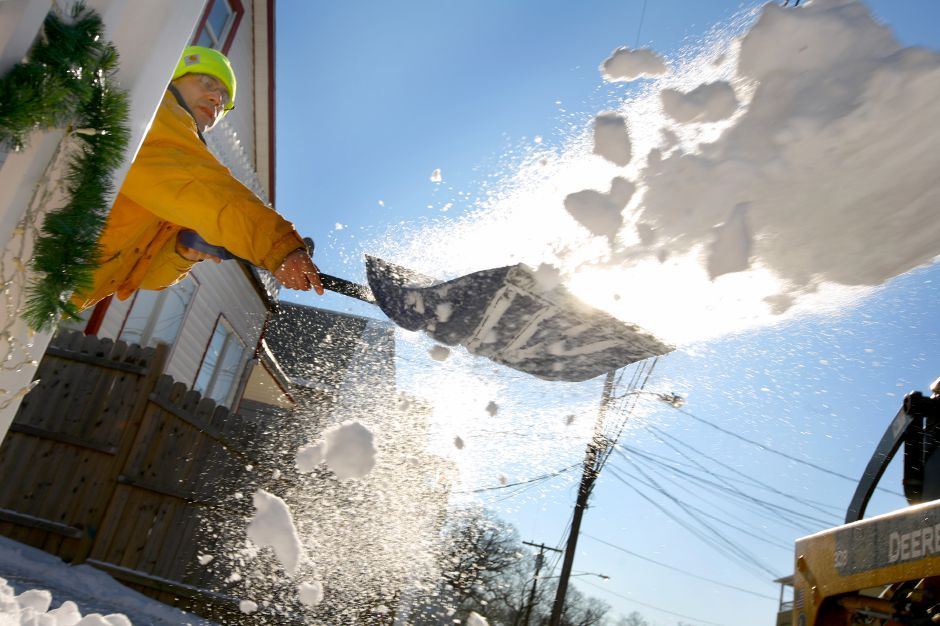 Record Journal Photo/ Johnathon Henninger 12.21.09 Fernando Lopez, owner of Complete Power Industry removes snow from the walkway of a client on Webster Street in Meriden Monday morning ona day which started at 7:00 AM.