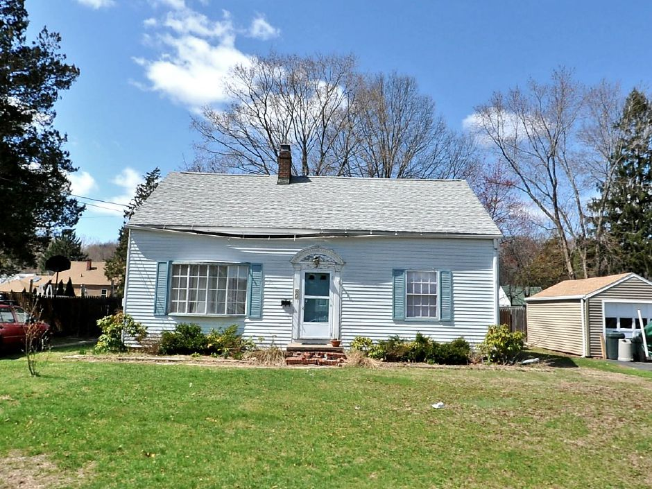 Federal Home Loan Mortgage Corporation to Artemio Aguilar, 65 Cheshire Road, $125,000.