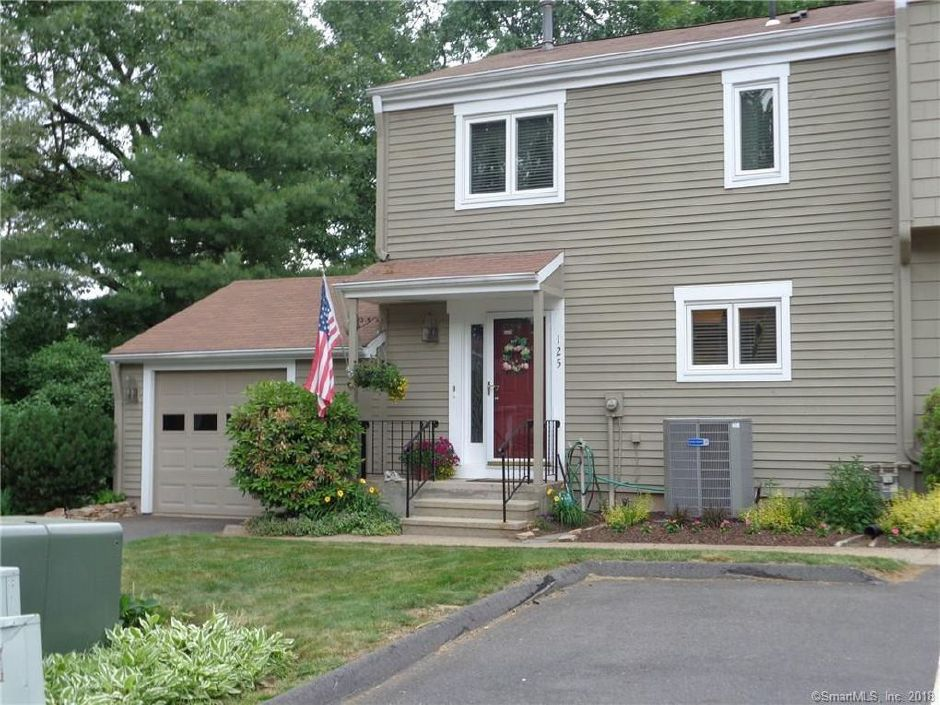 Beverly A. Fiondella and Peter J. Zagorsky to Frank W. Laone and Sandra B. Laone, 125 Timber Ridge #125, $218,000.