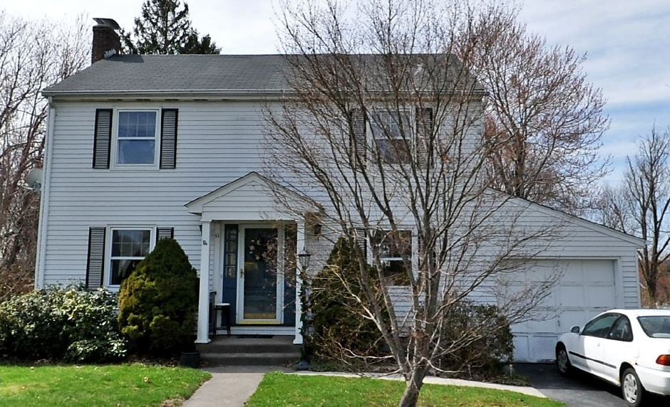 Mariel C. Wooding to Sheikhnoor Issack and Hindiyo K. Issak, 51 Colonial Heights, $154,000.