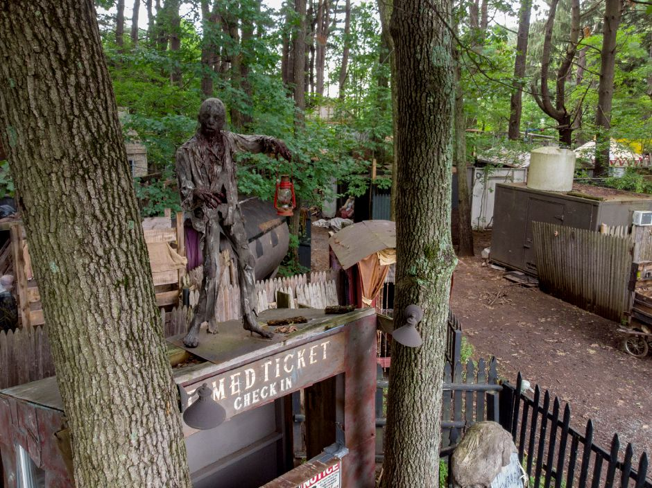 The Trail of Terror in Wallingford prepares for a Sept. 29, 2018 opening. | Richie Rathsack, Record-Journal
