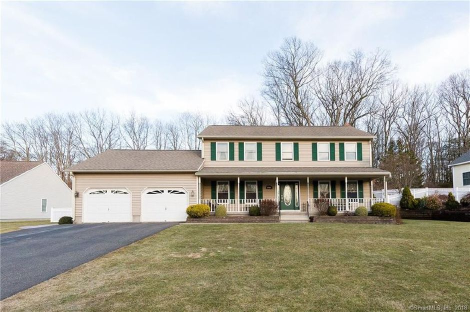 Karen Fasano to Joseph Carbone and Jacqueline Russillo, 151 Pepperidge Drive, $394,000.