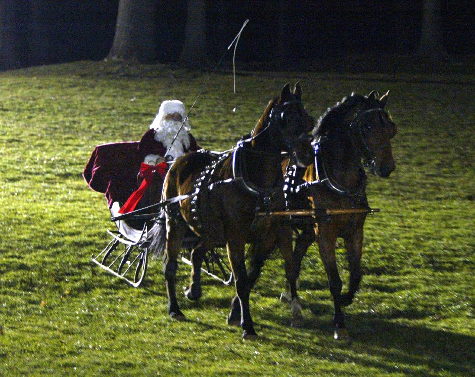 Santa arrives to the Christmas festival in Hubbard Park on Dec. 12, 2006.
