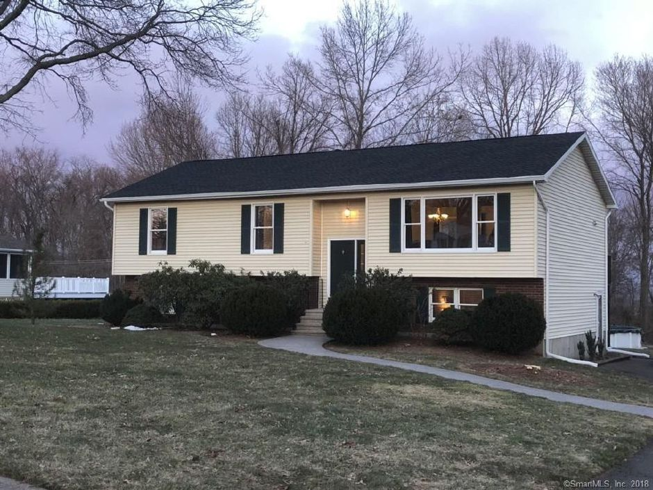 Christopher Rivera and Nina Rivera to Anthony Cassesse and Debra Cassesde, 38 Clearview Drive, $315,000.