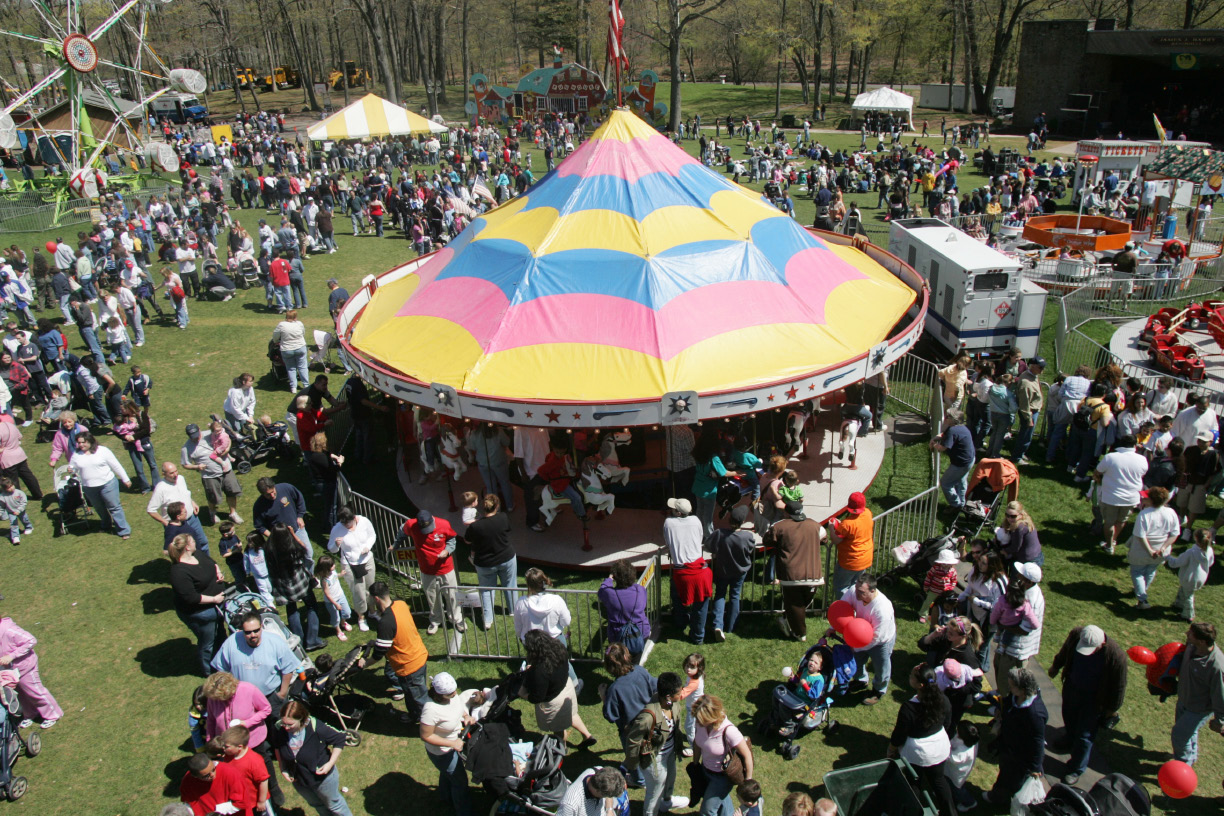 Looking down from the Ferris wheel.  This is at the Meriden Daffodil Festival in Hubbard Park in Meriden, Conn. Saturday April 29, 2006.  Chris Angileri/Record-Journal.