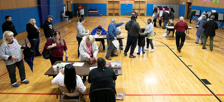 Residents take to the voting booths at Israel Putnam Elementary School, Tuesday afternoon, Nov. 6, 2018. Dave Zajac, Record-Journal