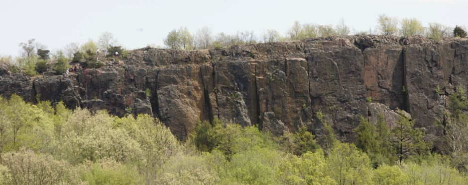 Cliffs of Ragged Mountain in Southington Wednesday May 9, 2007. (dave zajac photo)
