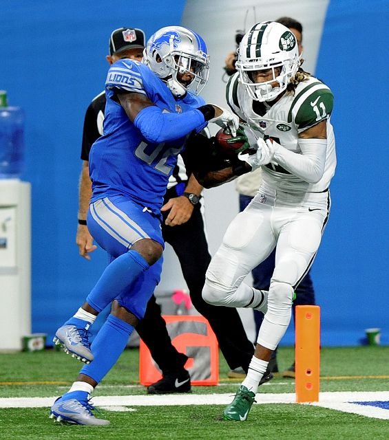 New York Jets wide receiver Robby Anderson (11) pulls down a 41-yard touchdown reception as Detroit Lions defensive back Tavon Wilson (32) defends during an NFL football game in Detroit, Monday, Sept. 10, 2018. (AP Photo/Jose Juarez)