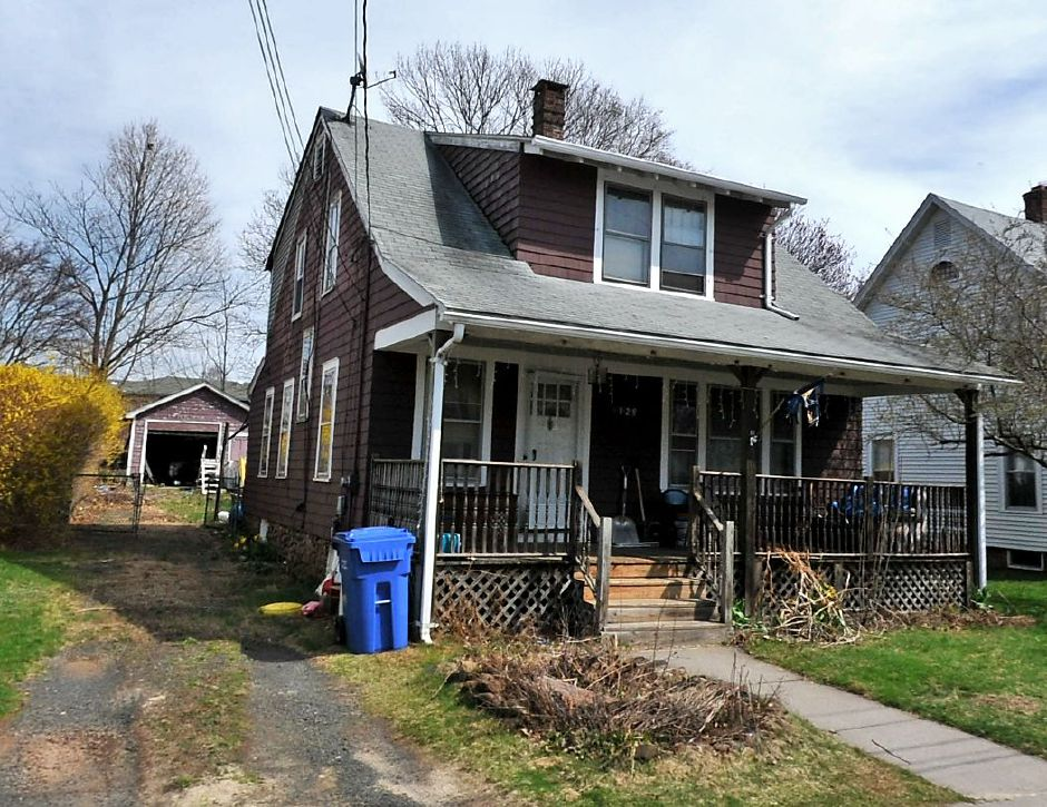 Premier CT Homes, LLC to Wendy Rosado, 129 Newton St., $198,000.