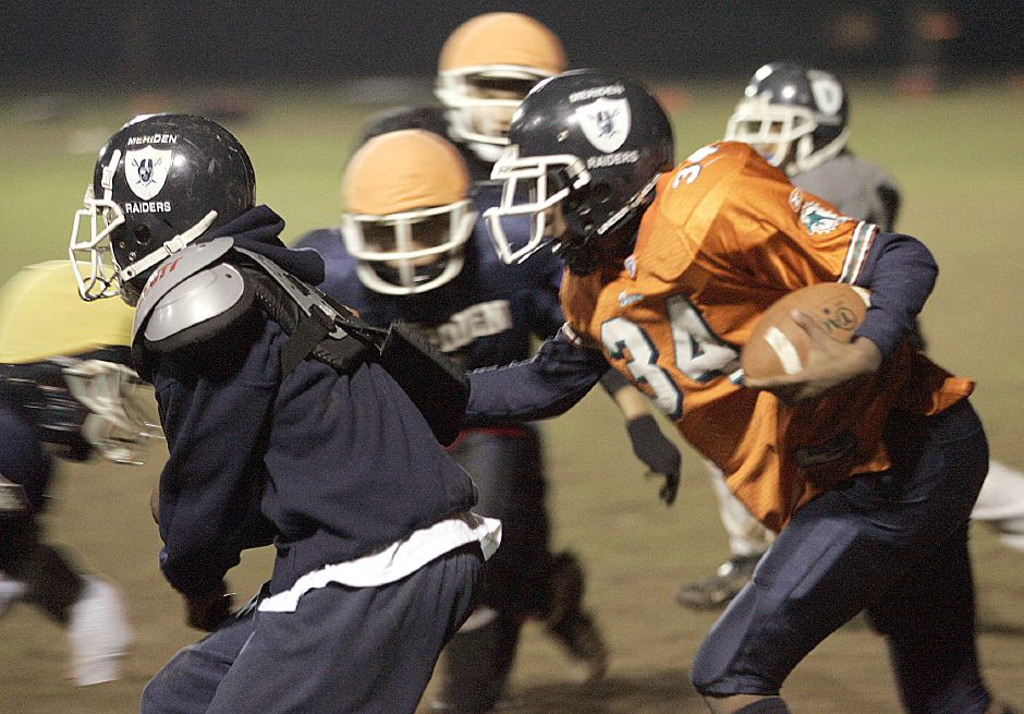 "Devonne Nolan carries the ball on a run play during practice with the ""B"" Squad Junior Midgets at Lincoln Middle School November 29, 2007. The team is leaving early Saturday morning for a national tournament in Florida. (dave zajac photo)"