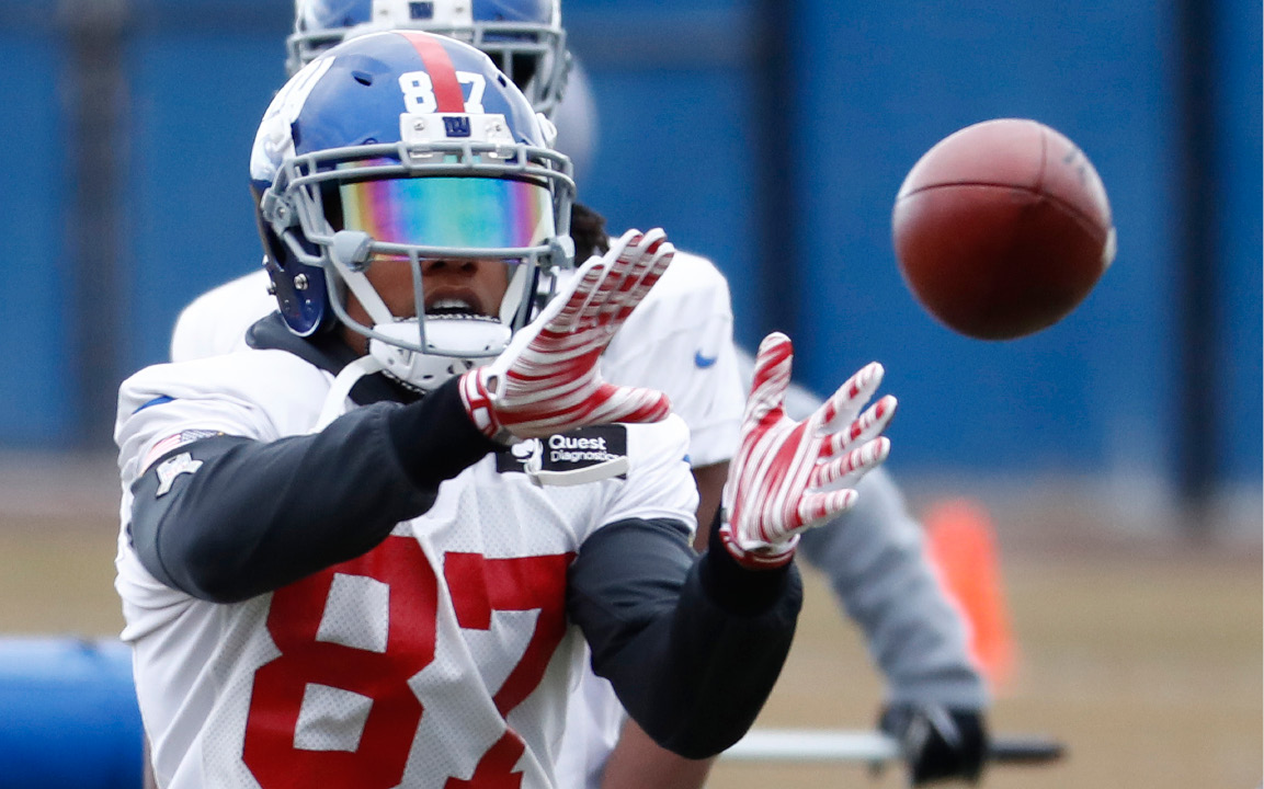 New York Giants wide receiver Sterling Shepard (87) makes a catch during NFL football practice, Wednesday, Dec. 28, 2016, in East Rutherford, N.J. (AP Photo/Julio Cortez)