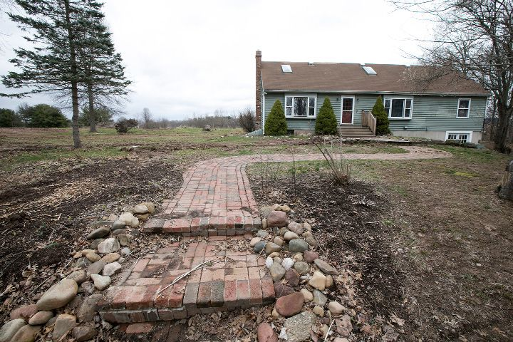 A vacant house on the former Chapman property next to Bartlem Park in Cheshire, Friday, April 7, 2017. | Dave Zajac, Record-Journal