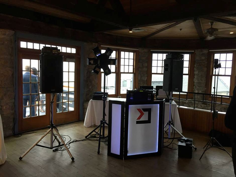 A Local Motion DJ booth at a wedding. | Courtesy of Bill Mazzucco